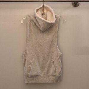 Alo Yoga oatmeal vest, sz s, 63124, NWT